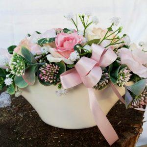 Lodička s květy